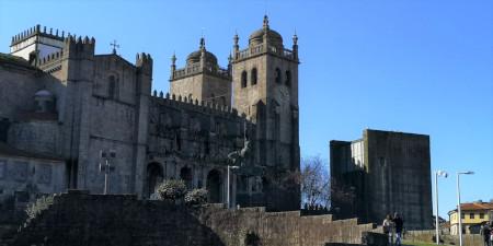 A la découverte de la ville de Porto Cathédrale Sé Porto - Je suis ce que je suis-libre